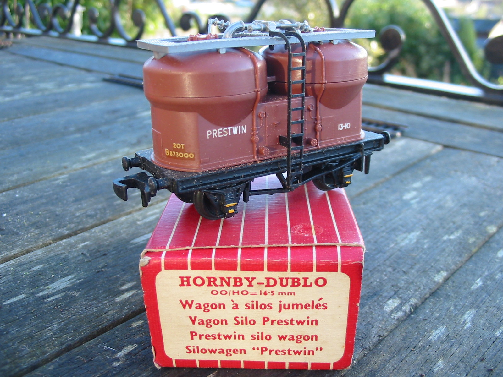 hornby dublo 4658  23 rail prestwin twin silo wagon